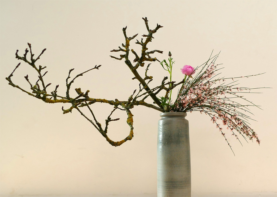 Achtergrondfoto Ikebana International